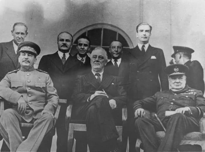 Сталин, Рузвельт и Черчиль на Тегеранской конференции в 1943 году.                                                           Фото waralbum.ru