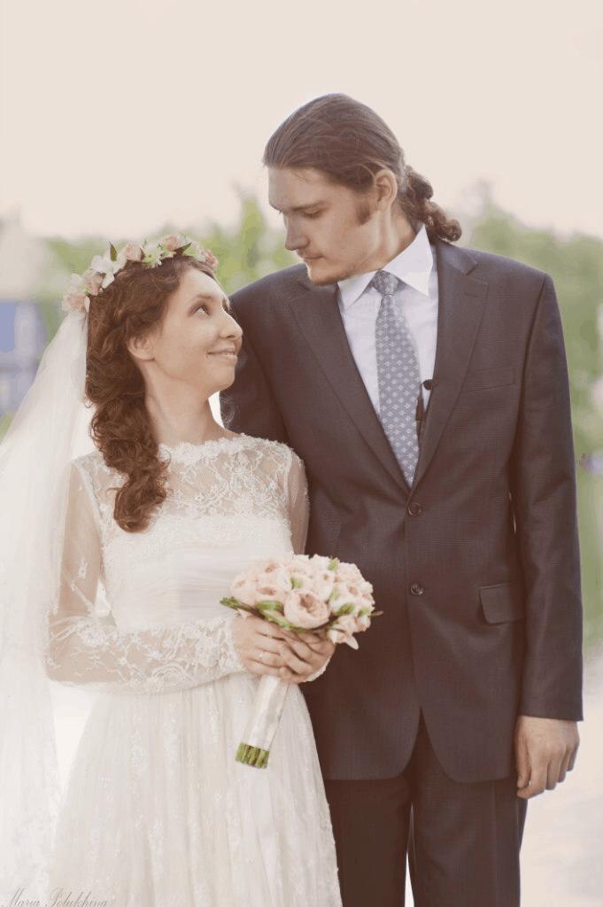 «Мы познакомились в интернете и сразу все поняли» — священник и его супруга о том, как они встретились и влюбились