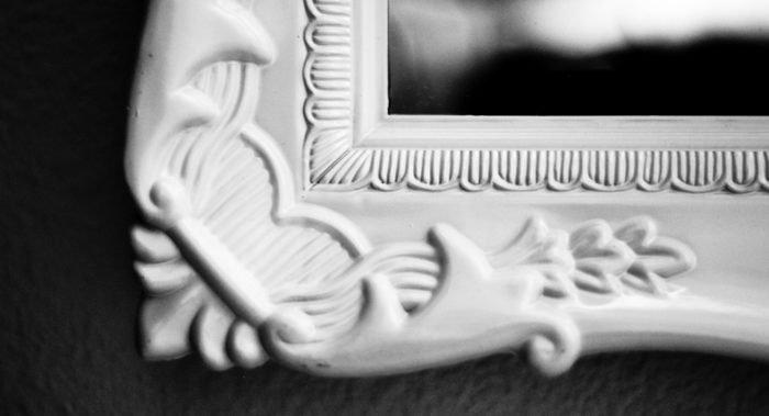 Надо ли закрывать зеркала после похорон?
