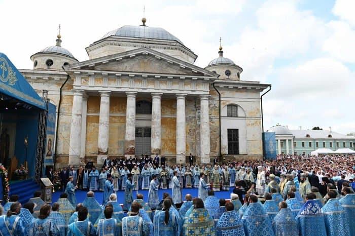 Патриарх призвал власти и меценатов помочь восстановить уникальный Борисоглебский монастырь в Торжке