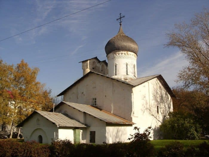 Это изображение имеет пустой атрибут alt; его имя файла - CZerkov-Nikoly-s-Usohi-tourister.ru_-700x525.jpg