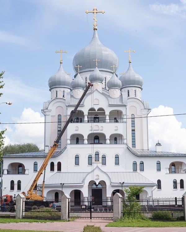 Один из самых больших новых храмов Петербурга украсили 11 колоколов