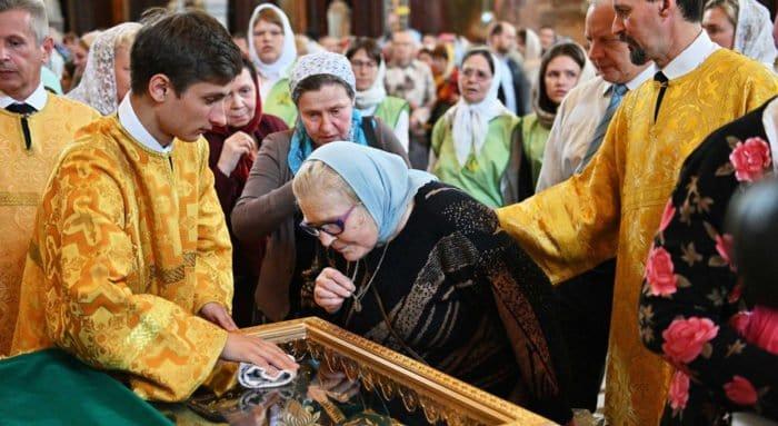 Более 75 тысяч человек поклонились в Москве мощам святых Петра и Февронии