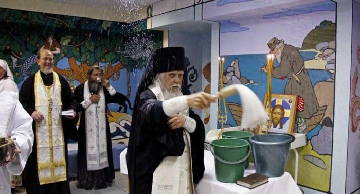 Епископ Пантелеимон освятил детскую поликлинику №86 в Москве