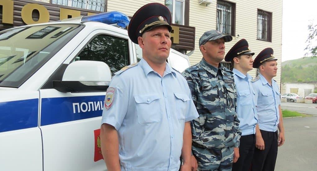 Четверо челябинских полицейских спасли на пожаре 33 человека