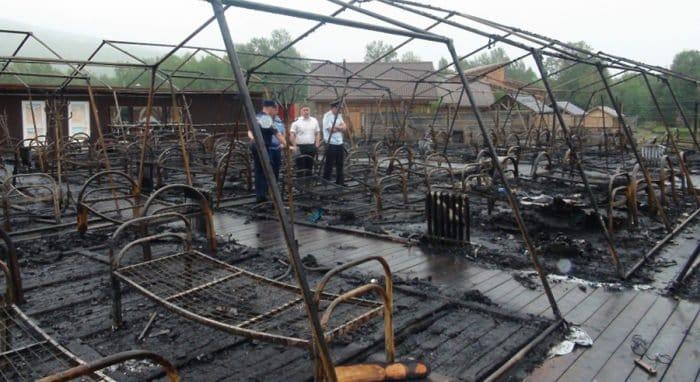 Число жертв пожара в палаточном лагере под Хабаровском увеличилось до четырех
