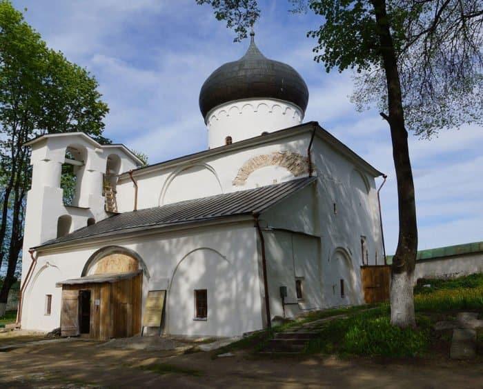 Это изображение имеет пустой атрибут alt; его имя файла - Preobrazhenskiĭ-sobor-Spaso-Mirozhskogo-monastyrya-aria-art.ru_-700x564.jpeg