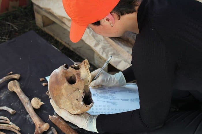 Каменные домонгольские саркофаги впервые нашли в Юрьевом монастыре Новгорода