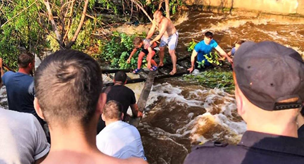 Росгвардейцы спасли в зоне паводка в Нижнеудинске тонувшего 8-летнего мальчика