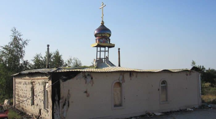 На Донбассе в храм попал зажигательный снаряд