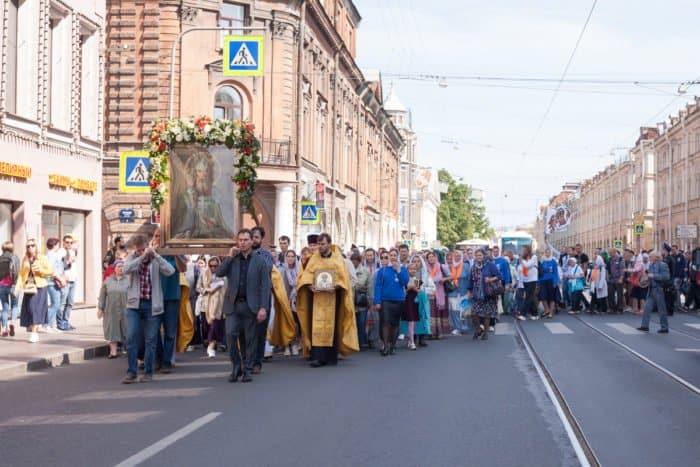 В центре Санкт-Петербурга прошел Спасский крестный ход