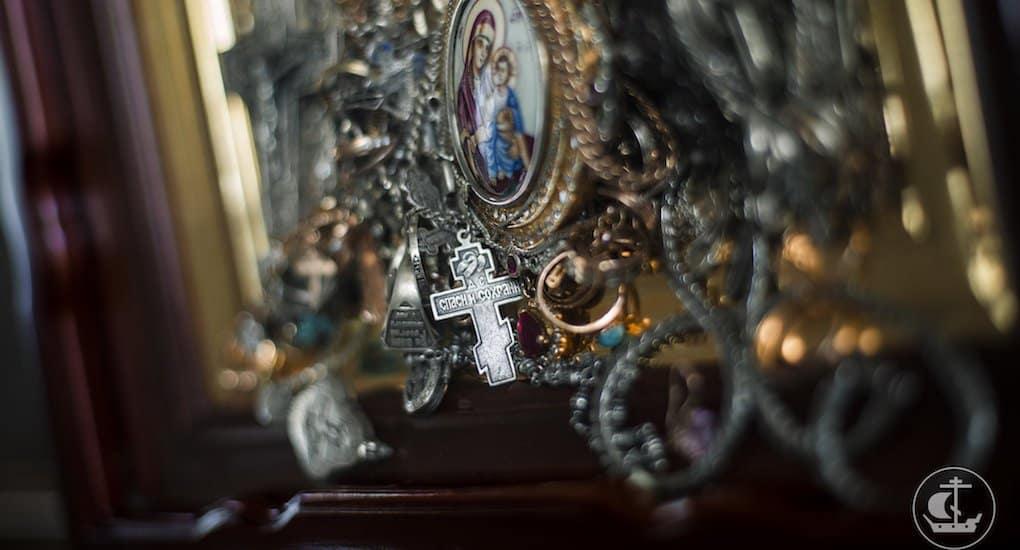 Зачем на икону вешают драгоценности?
