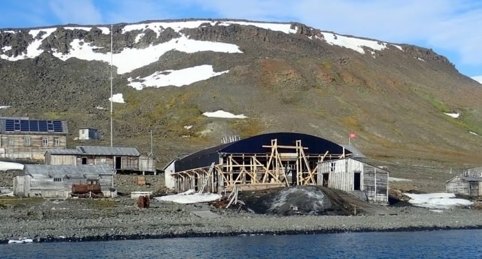 В ангаре 1930-х годов на Земле Франца-Иосифа создают уникальный музей Арктики