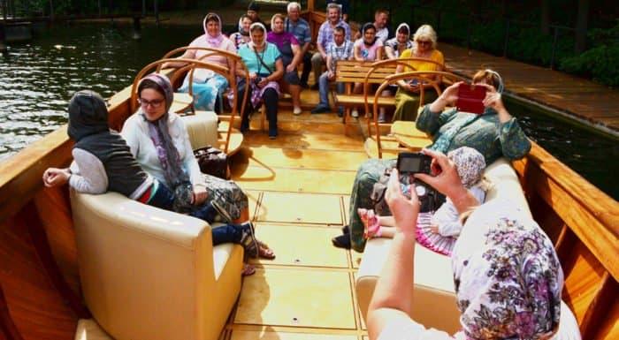 Ладья, павлины, монастырь: необычное путешествие обитателей Инсарского дома-интерната