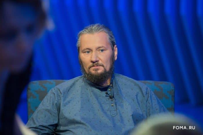 """Максим Сырников: """"Люди, которые сейчас переезжают из города в деревню, розовых очков не носят"""""""