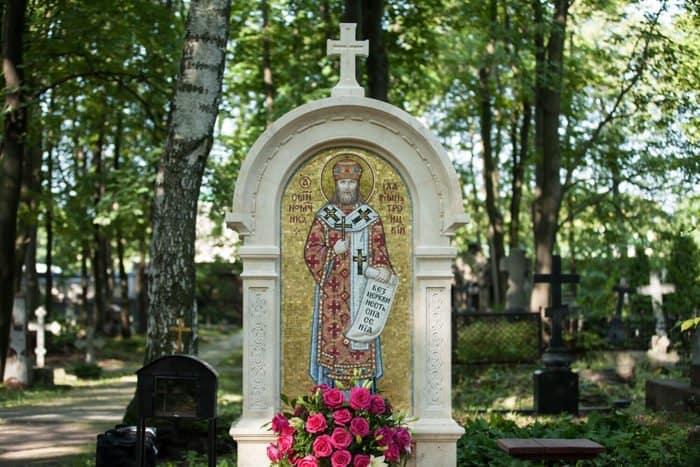 На месте обретения мощей святого Илариона (Троицкого) установили икону-мозаику