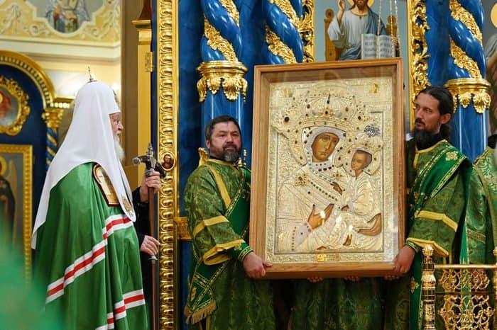 Патриарх Кирилл освятил восстановленный Успенский собор Саровской пустыни