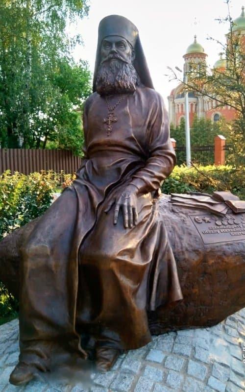 Открыт памятник архимандриту Алипию (Воронову), возрождавшему Псково-Печерский монастырь