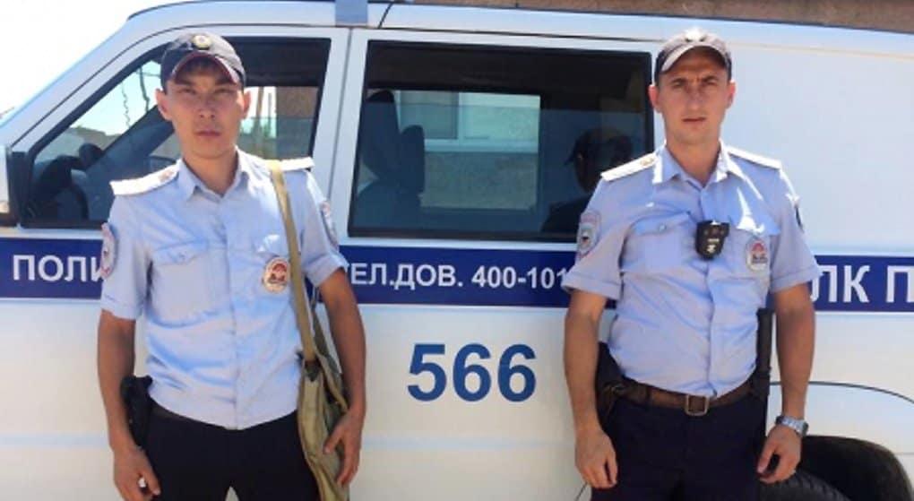 Астраханский полицейский спас на пожаре женщину и ее двухлетнюю дочь