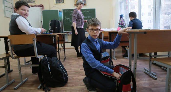 Россияне собрали более 800 портфелей для школьников пострадавшей от наводнения Иркутской области