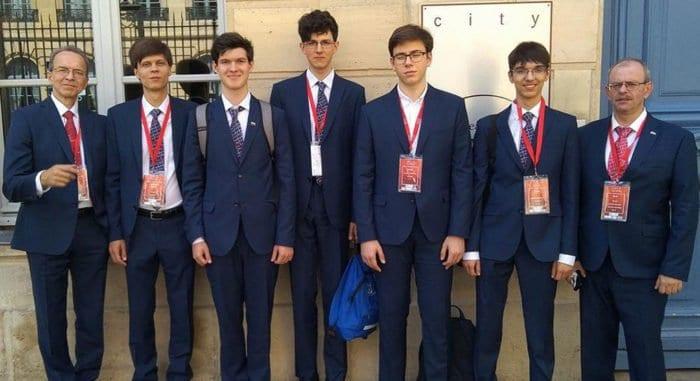 Российские школьники завоевали 4 золота на Олимпиаде по химии, где выступили более 80 стран