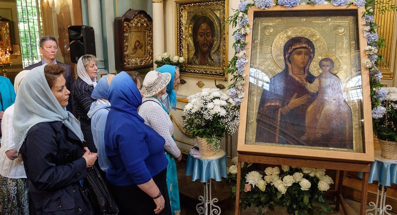Православные празднуют память Смоленской иконы Божией Матери
