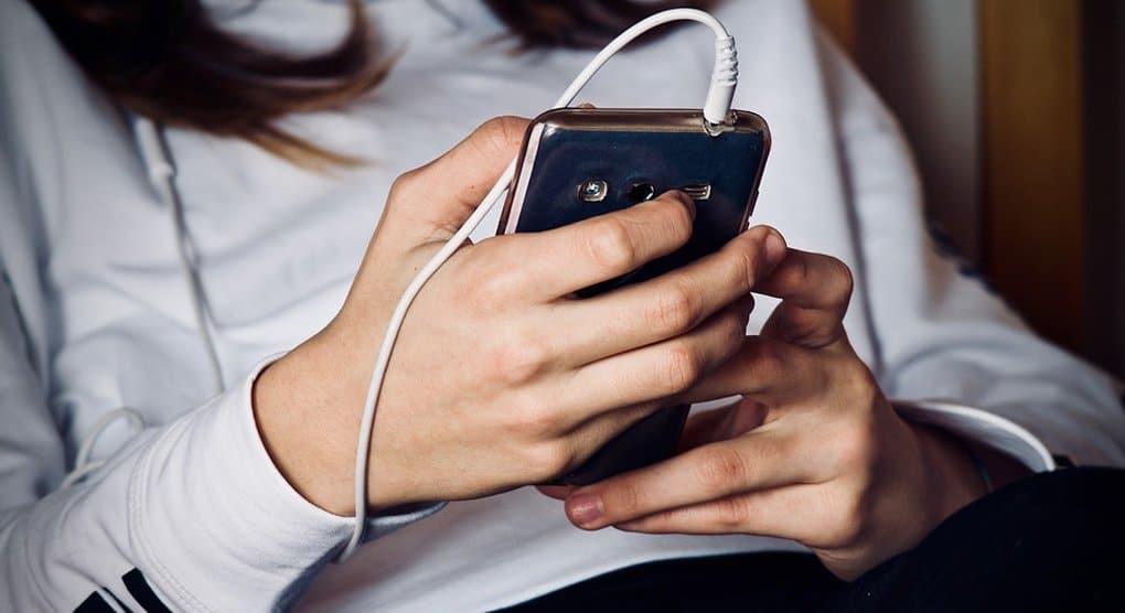 Предложено ограничить использование мобильных телефонов в школах