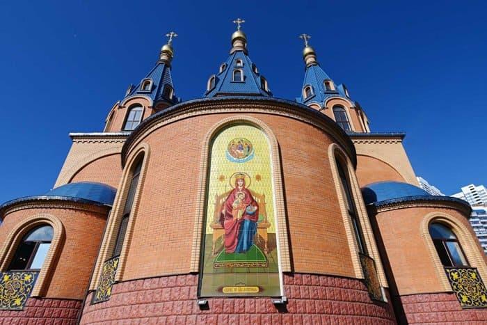 Патриарх Кирилл освятил в Чертанове храм Державной иконы