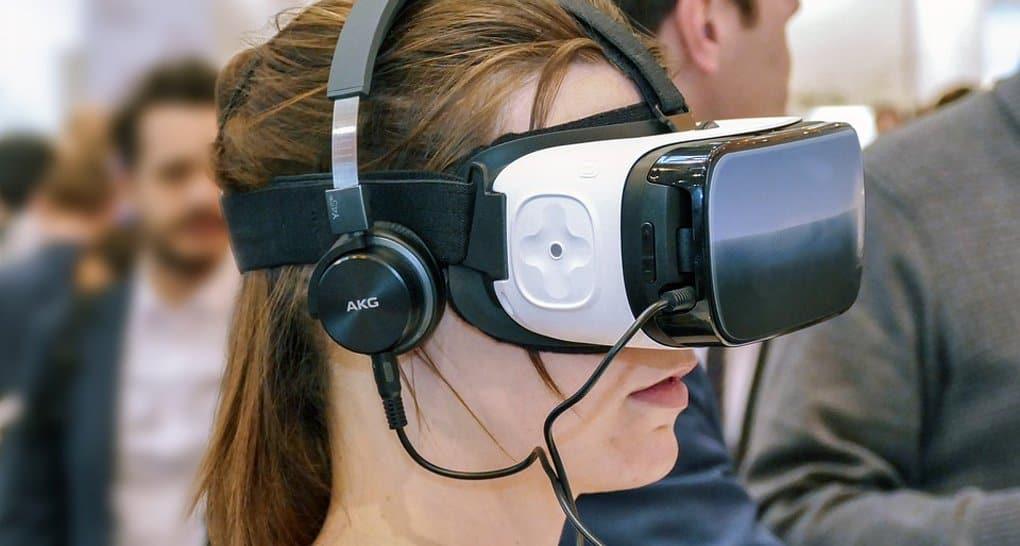 В Церкви на примере Японии рассказали об опасности погружения молодежи в виртуальность