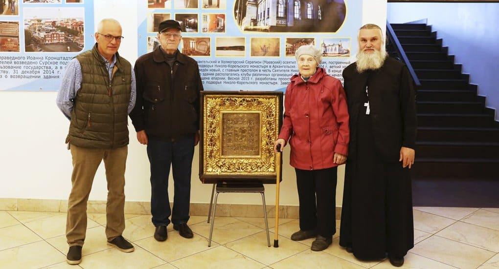 Пенсионерка передала Архангельской епархии икону из разоренного в годы гонений храма