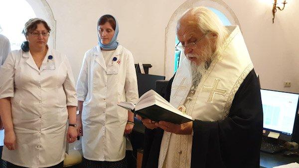 Новое отделение по работе с пациентами освятили в больнице святителя Алексия Московского