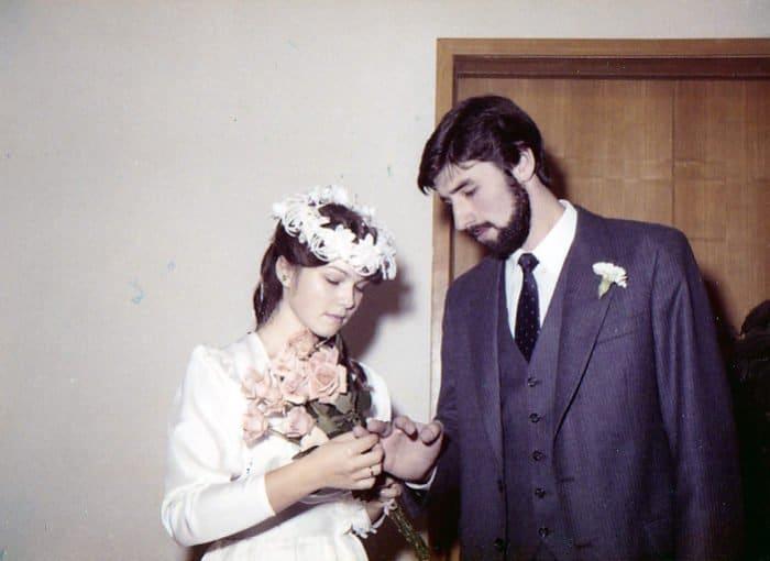 «Ура, девчонок привезли!» — священник и его супруга о том, как они встретились и влюбились