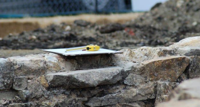 Фундамент древнего храма в отличном состоянии нашли в Новгороде