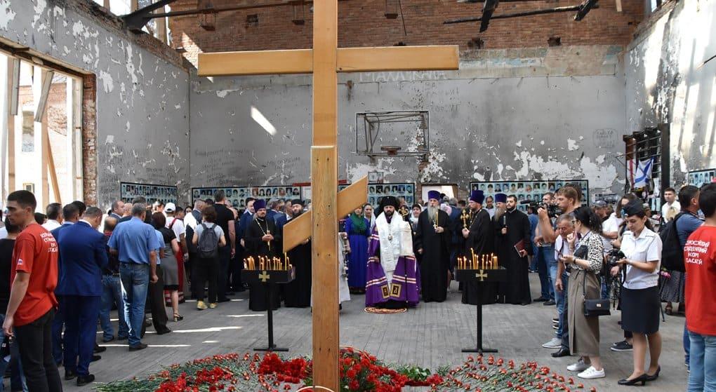 В Беслане помолились о жертвах нападения на школу 15 лет назад