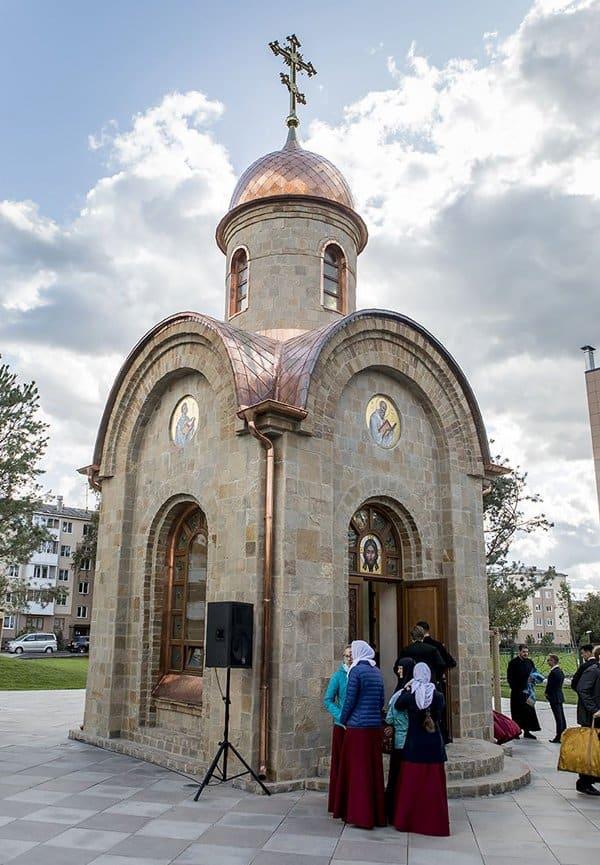На месте сгоревшего ТРЦ «Зимняя вишня» в Кемерове освятили часовню