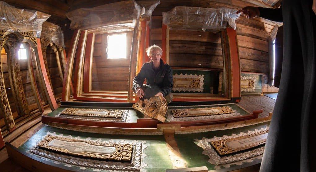 Уникальную иконостасную раму вернули в церковь на острове Кижи