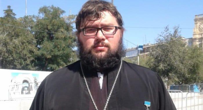 Священник в Волгоградской области спас из огня пожилого инвалида
