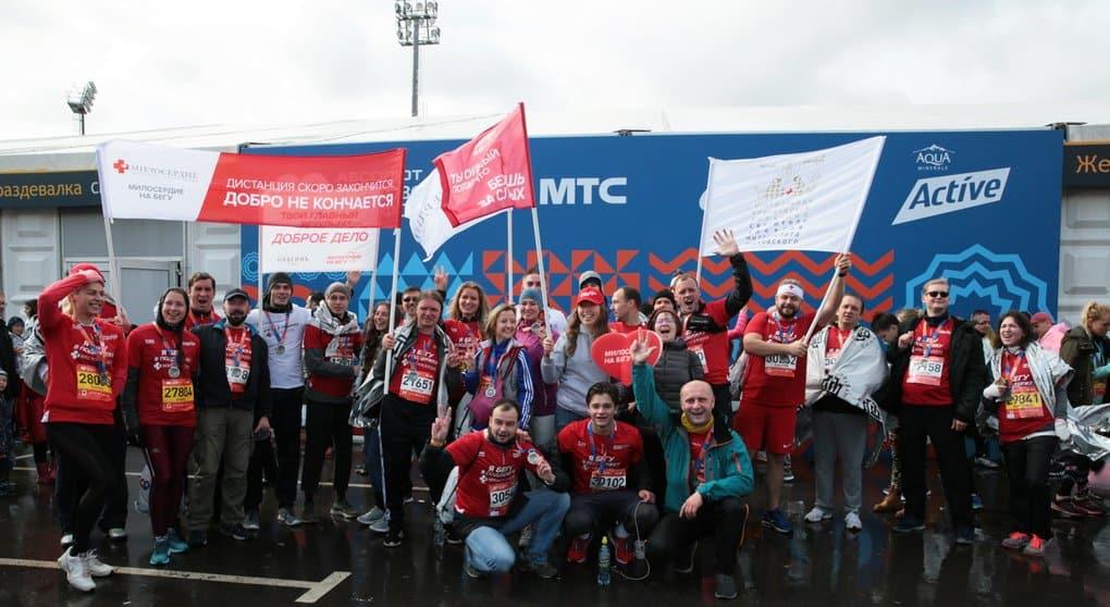 Рекордное количество благобегунов пробежали за службу «Милосердие» на Московском Марафоне