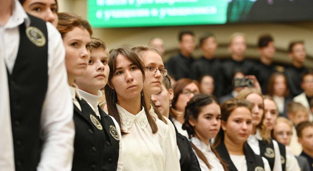 Патриарх Кирилл посоветовал молодежи при «погружении» в жизнь заботиться о духовной безопасности