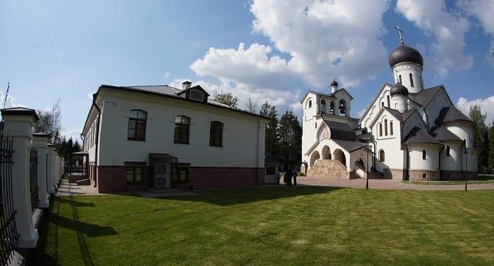 Владимир Мединский открыл новое здание воскресной школы при храме Троицка