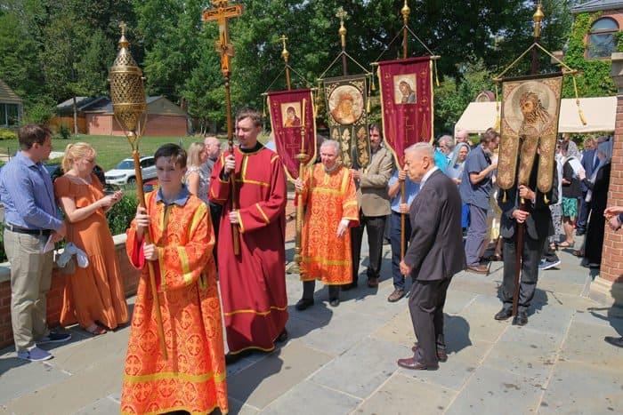На праздновании 70-летия русского прихода в Вашингтоне открыли памятник Иоанну Кронштадтскому