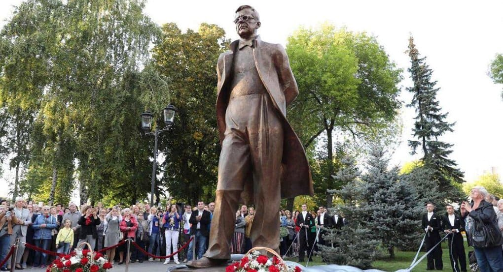 Памятник композитору Дмитрию Шостаковичу открыли в Самаре