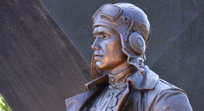 Более 300 вылетов, 56 сбитых самолетов: в Хакасии открыли памятник асу Великой Отечественной