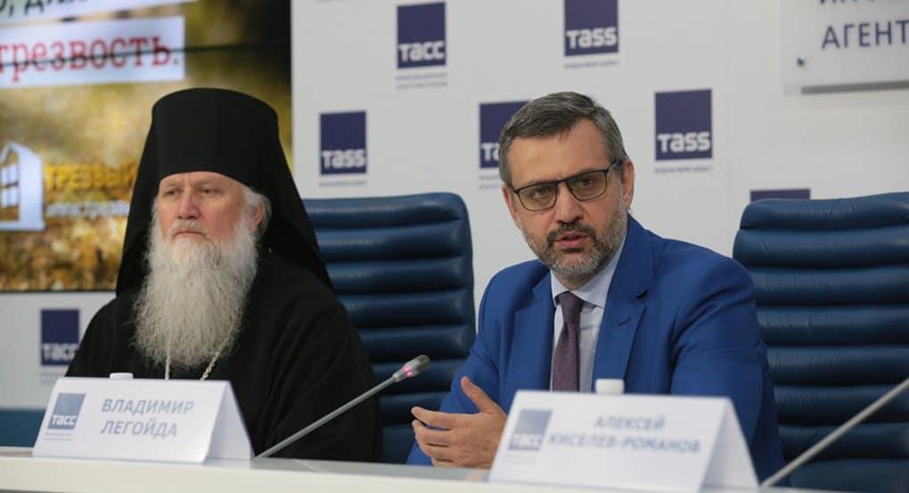 «Алкоголь – это оружие, которое человек направляет против самого себя»: Владимир Легойда рассказал о роли Церкви в борьб...