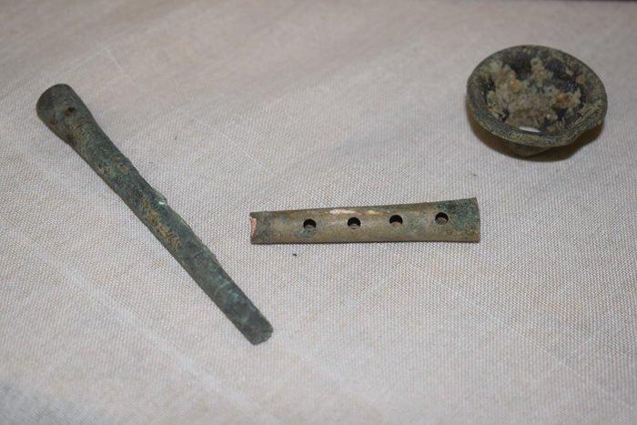 Ценные артефакты нашли в сквере на Остоженке в Москве