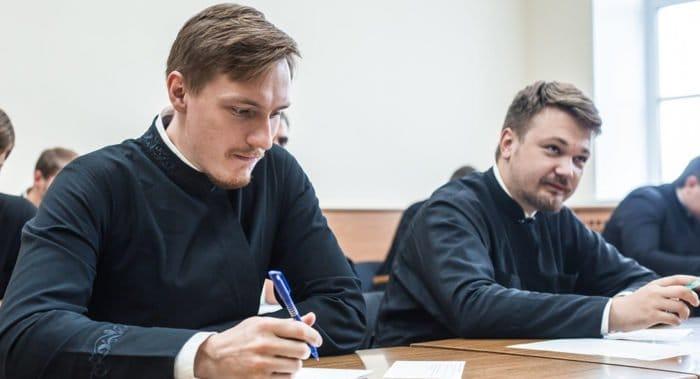 Патриарх Кирилл напомнил учащимся духовных школ слова Сенеки о том, что учеба для жизни