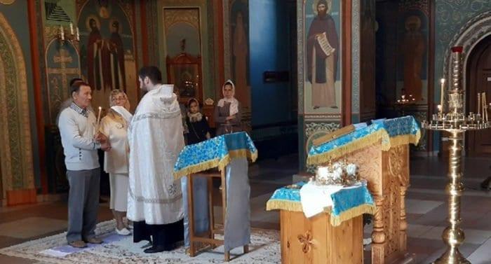 «Быть вместе и здесь, и в другом мире»: в Красноярске обвенчалась пара, прожившая в браке 60 лет