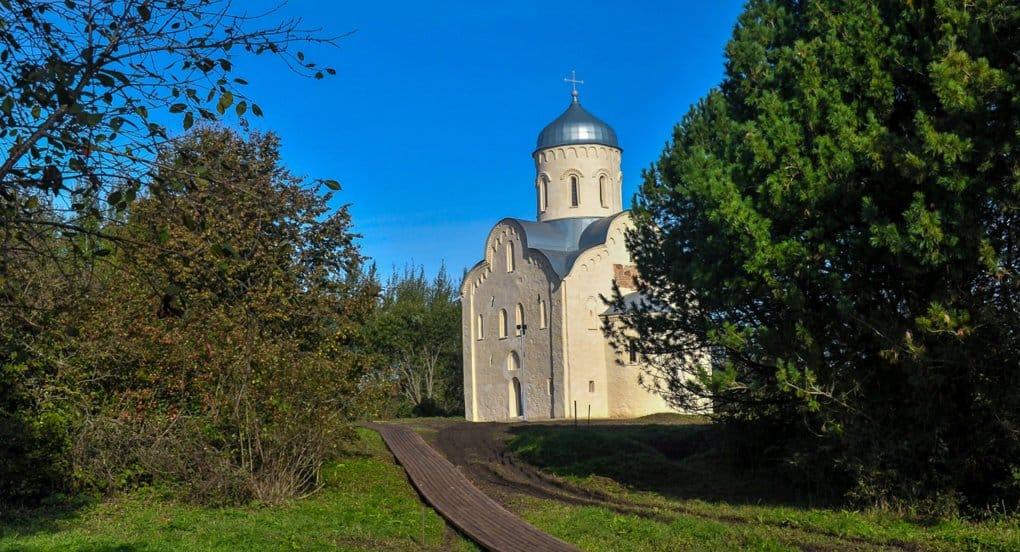 Уникальный храм XIII века открыли в Новгороде после масштабной реставрации