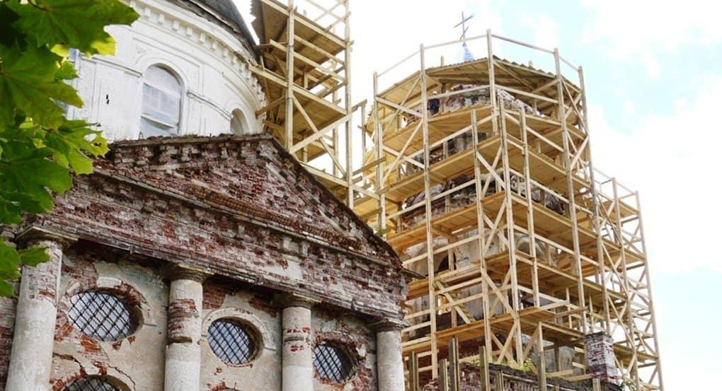 Под Новгородом завершают реставрировать храм, построенный Александром Суворовым