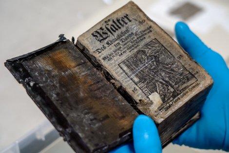Уникальную Псалтирь XVII века подняли с затонувшего на Балтике корабля